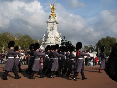 Changing of the Guards in Buckingham Palace in London, UK.- © www.rubybenz.com